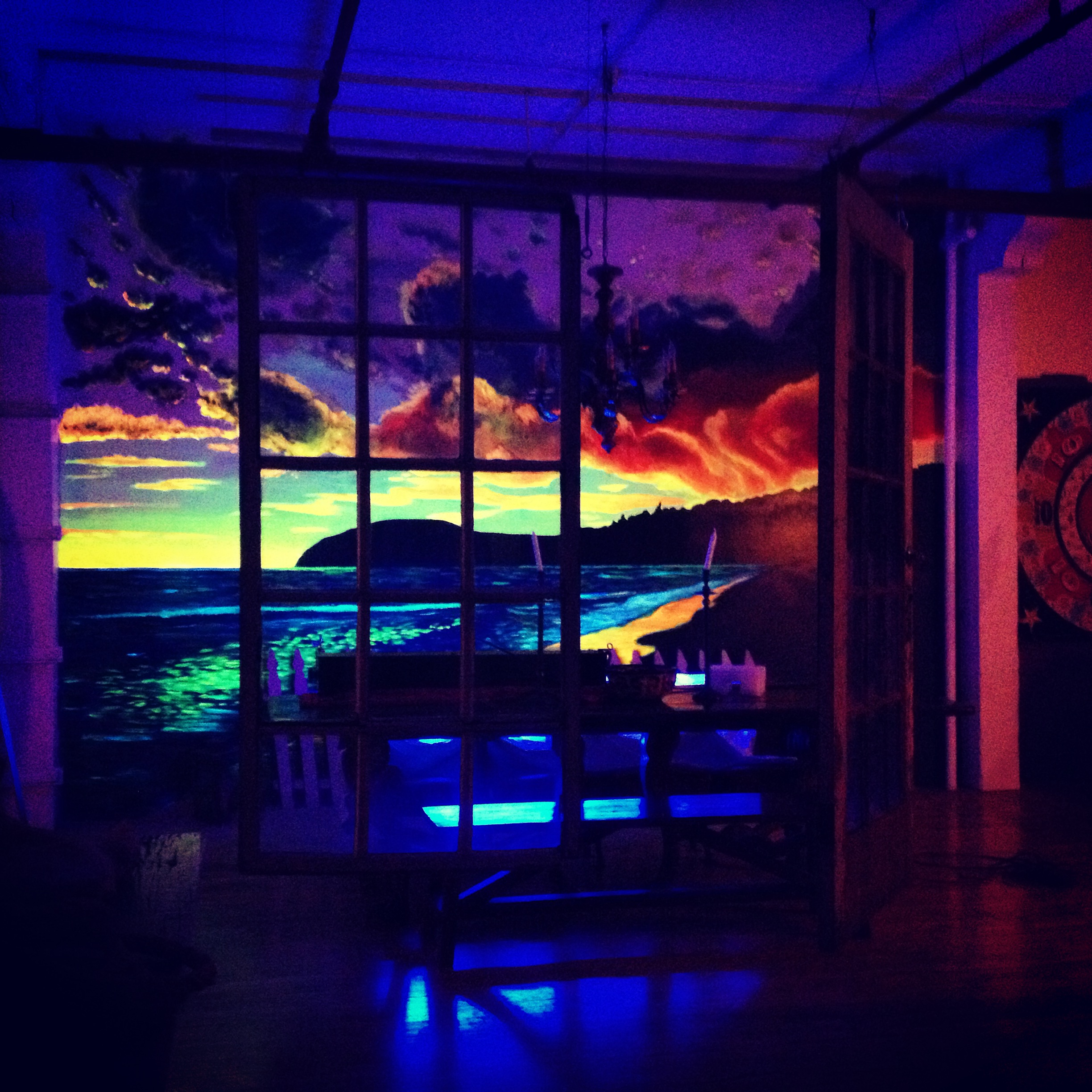 Black light sunset mural lauri robertson for Mural lighting